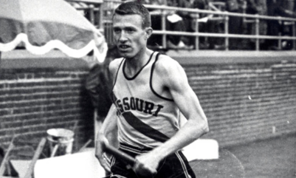 Robin Lingle '60 runs at the Penn Relays for Mizzou