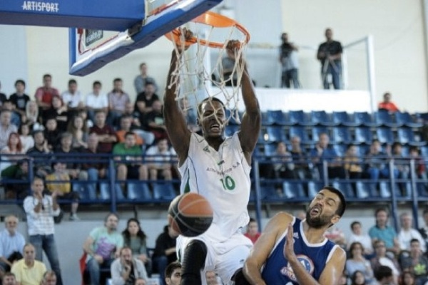Odom dunks against Trikala (Photo credit: KAOD)