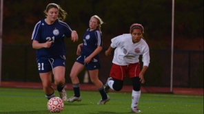 Anna Wadding carries the ball upfield